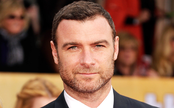 liev schreiber quelle est sa taille. Black Bedroom Furniture Sets. Home Design Ideas